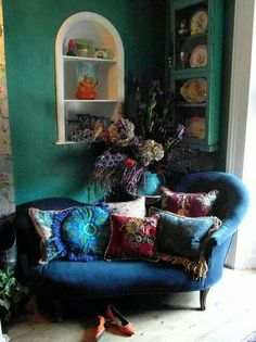 Love the settee. Imagine the wall behind in a deep cocoa or aubergine.