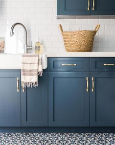 Kitchen Remodeling: Choosing Your New Kitchen Cabinets - Kitchen Remodel Ideas Kitchen Cabinet Remodel, Modern Kitchen Cabinets, Modern Kitchen Design, Kitchen Furniture, Kitchen Decor, Blue Kitchen Ideas, Annie Sloan Kitchen Cabinets, Painted Kitchen Cabinets, Blue Green Kitchen
