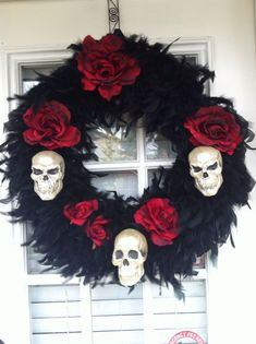 Awesome Stunning Diy Halloween Wreaths Design Ideas That Looks Cool. Do you dare to make some horrible art for Halloween? We dare you! Halloween Designs, Spooky Halloween, Diy Halloween Decorations, Holidays Halloween, Halloween Crafts, Happy Halloween, Halloween Party, Diy Halloween Wreaths, Rustic Halloween