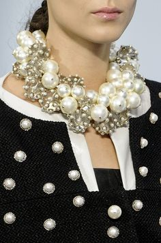 Chanel > Coco says you can't have enough pearls on. Coco Chanel, Chanel Pearls, Karl Lagerfeld, Fashion Accessories, Fashion Jewelry, Trendy Accessories, Chanel Jewelry, Jewellery, Chanel Necklace