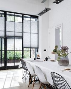 How To Determine The Right Window Coverings for Your House Living Room Modern, Living Room Interior, Home Living Room, Living Area, Contemporary Decorative Pillows, House Blinds, Window Styles, Curtains With Blinds, White Blinds