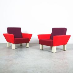 Ettore Sottsass Rare Pair of Westside Armchairs for Knoll, 1983 Memphis Milano, 1980s Design, Different Shades Of Red, Memphis Design, Oversized Chair, Armchairs, Art And Architecture, Minimalist Design, Upholstery