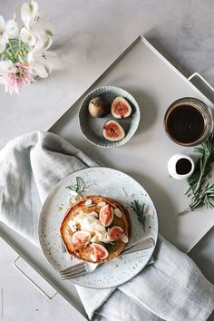 Pancakes with Figs by Hung Quach - Stocksy United Breakfast Photography, Food Photography Styling, Lifestyle Photography, Design Set, Food Design, Food Styling, Food Flatlay, Vegetarian Lifestyle, Beginner Vegetarian