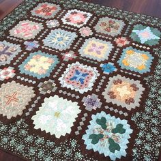 Lucy Boston quilt - a different perspective, I am all about the controlled palette Cross Quilt, Different Perspectives, Crosses, Boston, Quilting, Palette, Blanket, Instagram Posts, Scrappy Quilts