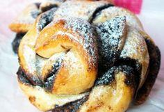 Csavart csokis | NOSALTY – receptek képekkel Bagel, Doughnut, Nutella, French Toast, Sweets, Bread, Breakfast, Foods, Morning Coffee