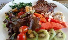 Ontem acabei esquecendo de postar meu almoço lá no Vó Maricota! Lombo suíno filé bovino salada de alface rucula tomate e cenoura abóbora e batata doce grelhadas couve refogada kiwi mamão e uma mistura de maçã uva passa e creme de leite!! Adoro misturar frutas à salada fica muito saboroso!  #nofilter #paleo #paleodiet #paleomeal #wholefood #lowcarb #fit #fitness #healthy #healthyfood #fitfood #saudavel #saude #saudeebemestar #comidasaudavel #alimentacaosaudavelvel #paleolunch #almocopaleo…