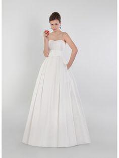 Robe n°512 - Collection White and Pure Apple 2015 de Pepe Botella - Robe de mariée bustier en gazar * Jaimemarobe.com * Votre robe de mariée est précieuse. Pour qu'elle reste aussi belle que dans vos souvenirs, préservez-la dans nos coffrets d'exception inspirés des techniques muséales.