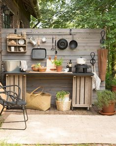 78 Relaxing Outdoor Kitchen Ideas for Happy Cooking & Lively Part Built In Grill Design Ideas, Pictures, Remodel and Decor Simple Outdoor Kitchen, Rustic Outdoor Kitchens, Outdoor Kitchen Design, Kitchen On A Budget, Diy Kitchen, Kitchen Decor, Cheap Kitchen, Diy Patio Kitchen Ideas, Pallet Outdoor Kitchen Ideas