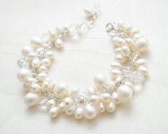 Hey, diesen tollen Etsy-Artikel fand ich bei https://www.etsy.com/de/listing/157496904/freshwater-pearl-bridal-bracelet-cluster