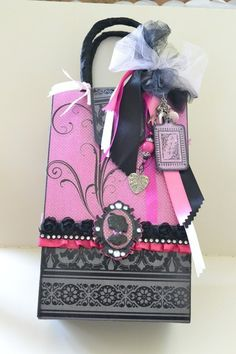 Purse Mini Album!!! - Two Peas in a Bucket*** do in pink and choc brown colors***