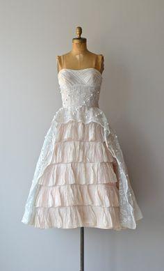 vintage Ceil Chapman dress-Perfect for bridesmaids Old Dresses, Pretty Dresses, Beautiful Dresses, Short Dresses, Vintage 1950s Dresses, Vintage Outfits, 1950s Fashion, Vintage Fashion, Look Vintage