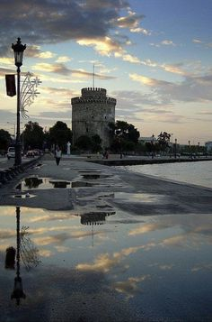 Raining day at the White Tower at Thessaloniki town Macedonia Macedonia Greece, Athens Greece, Greece Thessaloniki, Beautiful Islands, Beautiful World, Greek Beauty, Greek Culture, Greece Holiday, Travel And Leisure