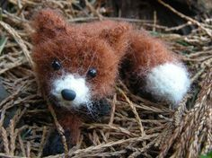 crochet amigurumi fox : This is about the cutest little critter I've ever seen! Knit Or Crochet, Cute Crochet, Crochet Crafts, Crochet Dolls, Yarn Crafts, Amigurumi Patterns, Knitting Patterns, Crochet Patterns, Knitting Projects
