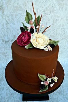 Gumpaste Berries and Blooms decorate this dark chocolate cake. Pretty Cakes, Beautiful Cakes, Amazing Cakes, Cake Decorating For Beginners, Cake Decorating Tips, Chocolate Anniversary Cake, Buttercream Cake Designs, Cupcake Cakes, Cupcakes