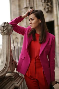 Check out how to wear red and pink together without making it look like Valentine's Day! Explore some great outfit inspirations to style this color combo Look Fashion, Trendy Fashion, Autumn Fashion, Fashion Outfits, Sporty Fashion, Ski Fashion, Fashion 2015, Fashion Spring, Milan Fashion