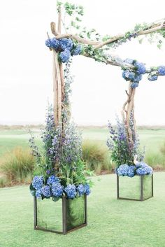 Buy Gorgeous & AFFORDABLE Fresh Floral décor for your wedding ceremony! Buy Bulk wholesale flowers at Fabulous Florals online : www.bulkwholesaleflowers.com #weddingceremony #weddingflowers
