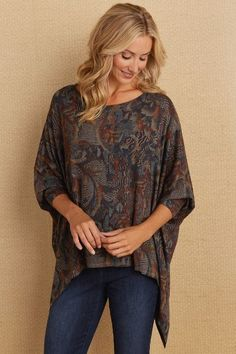 An alluring print flows over our soft and easy Soline Top in shades of muted earth tones. A scoop neckline, long sleeves and a high-low hem complement the flowy design - a versatile neutral to style in so many ways.