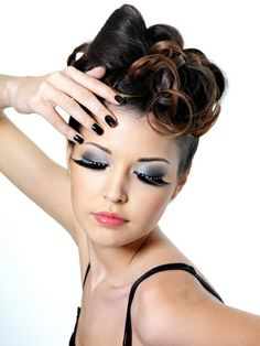 Pinup style, woman with unusual curly updo, smokey eye make up, extremely long 140 rockabilly hair ideas: inspired from the Rockabilly Make Up, Rockabilly Fashion, Victory Rolls, 50s Hairstyles, Popular Hairstyles, Vintage Hairstyles, Cabello Pin Up, Maquillaje Pin Up, Retro Hairstyles