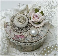 ❤°(¯`★´¯)Shabby Chic(¯`★´¯)°❤...Trinket box made from duct tape roll