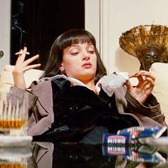 Mia Wallace in Pulp Fiction Quentin Tarantino, Tarantino Films, Mia Wallace, Uma Thurman Pulp Fiction, Non Plus Ultra, Film Aesthetic, Film Serie, Film Stills, Movies Showing