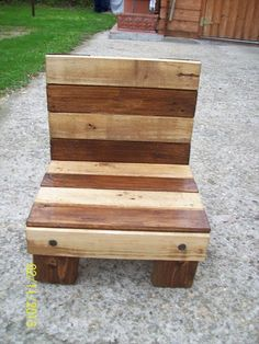 DIY Small Pallet Chair for kids