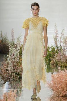 Idée & Inspiration Mode Tendance 2017 Ulla Johnson - Spring 2018 Ready-to-Wear Ulla Johnson Spring 2018 Ready-to-Wear Fashion Show Collection Source:voguerunway.com