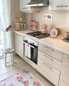 Stunning small kitchen ideas that will make your home look fantastic 27 Kitchen Room Design, Home Decor Kitchen, Interior Design Living Room, Kitchen Ideas, Kitchen Remodel, Kitchen Cabinets, Room Decor, House Design, Outdoor Games