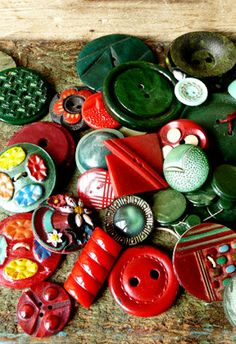 Wonderful gathering of vintage buttons in Christmas colors.  Sold by 'One Man's Junque' on Etsy.