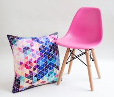 Mira nuestras sillas para kids en: http://www.gaiadesign.com.mx/muebles/sentarse/kids/silla-replica-eames-kids.html?color=DeepPink