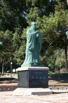 Escultura de Confucio en el Parque Rodó. Montevideo, Uruguay.