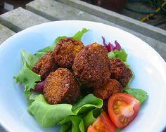 Ecco la nostra ricetta dei falafel di fave o ceci per preparare delle ottime polpette vegetariane, molto gustose e saporite.