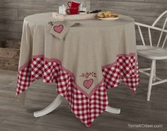 For our deck table at camp. Linen Bedroom, Deco Table, Table Toppers, Kitchen Towels, Table Linens, Table Runners, Sewing Projects, Shabby Chic, Table Decorations