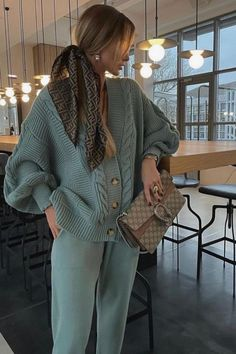 Winter Fashion Outfits, Love Fashion, Womens Fashion, Fashion Styles, Cute Casual Outfits, Stylish Outfits, Casual Ootd, Casual Chic, Mode Rihanna