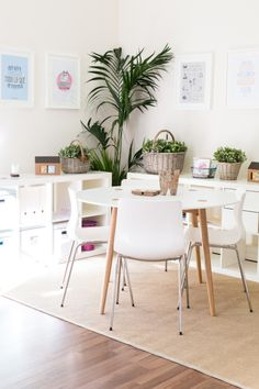 Take the tour of our studio Kitchen Dining, Dining Table, Dining Chairs, Dining Room, Cocina Office, Creative Office Space, Diy Home Decor, Room Decor, Home Decoracion