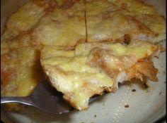 Receita de Pizza de Pão - pizza média untada com margarina. Espalhe o molho de tomate sobre as fatias de pão e cubra com as fatias de mussarela. Sobre a mussarela, coloque...