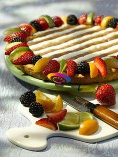Crostata di frutta con panna e crema