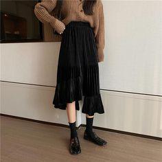Cute Modest Outfits, Hot Outfits, Long Skirt Fashion, Modest Fashion, Dress Skirt, Midi Skirt, College Closet, Female Fashion, Womens Fashion
