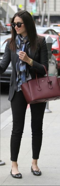 Who made Emmy Rossum's black skinny jeans and red handbag?