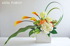 Summer color is vitamin color. Both orange and yellow make you feel bright. The high-quality artificial flower art arrangement utilizing the line is a recommended design for the entrance and the inter Contemporary Flower Arrangements, Tropical Floral Arrangements, Creative Flower Arrangements, Unique Flower Arrangements, Ikebana Flower Arrangement, Ikebana Arrangements, Artificial Flower Arrangements, Floral Centerpieces, Artificial Flowers