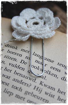 Paperclip met gehaakt bloemetje