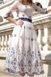 Stylish Scoop Neck Embroidery Embellished Hlaf Sleeve Women's Voile Dress