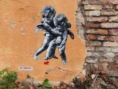 """""""Angels"""" Vilnius, Lituania: nuovo pezzo dell'artista francese Jef Aerosol."""