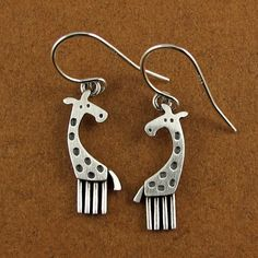 Giraffe Earrings - animal cute kawaii zoo safari animal jewelry gifts for her Animal Earrings, Animal Jewelry, Jewelry Accessories, Women Jewelry, Jewelry Design, Jewelry Crafts, Handmade Jewelry, Giraffe Necklace, Little Giraffe