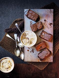 Salted Rolo brownies with banana-pecan ice cream - Delicious Rolo Brownies, Salted Caramel Brownies, Peanut Butter Brownies, Easy Brownies, Brownie Bar, Gourmet Recipes, Baking Recipes, Sweet Recipes, Uk Recipes