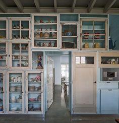 522fadd0e8e44e333b0000ef_studio-boot-piet-hein-eek_134cq20130524d0057.jpg (800×828) Warehouse Apartment, China Cabinet, Fancy Houses, Dining Room Walls, Decoration, Cabinet Doors, Locker Storage, Interior Design Kitchen, Panel Walls