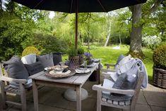 Vicky's Home: Casa rural danesa / Danish Cottage Modern Garden Design, Contemporary Garden, Patio Design, Outdoor Dining, Outdoor Spaces, Outdoor Decor, Jardin Decor, Exterior, Wooden House