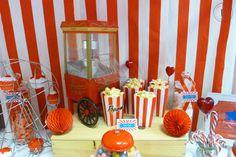 Candy Bar thème fête foraine, cirque rouge et blanc Bar à bonbons Candy Bar Carnival, Circus Red & White Sweet table Candy bar red & white, candy bar rouge et blanc