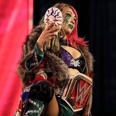 Kana Wrestler, Wwe Female Wrestlers, Wwe Quotes, Alone In A Crowd, Wwe Raw Women, Beth Phoenix, I Feel Alone, Nia Jax, Stephanie Mcmahon