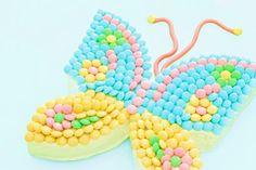 tarta mariposa lacasitos Tarta de cumpleaños fácil mariposa: ¡qué bonito color!