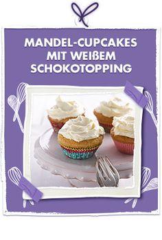 Mandel-Cupcakes mit weißem Schokotopping